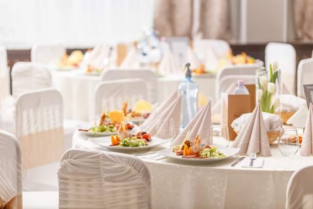 luxury-food-on-wedding-table