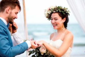 young-couple-in-a-wedding-ceremony-at-the-beach